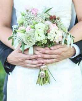 Deutsch-Amerikanische Hochzeit Maren & Joseph im romantischen Schloss Neuhaus